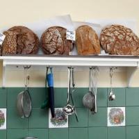 Frisches Brot im Kaufmannsladen