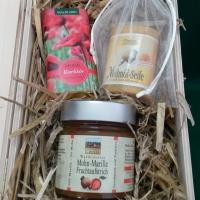Geschenkkorb - Mohnseife und Süßes